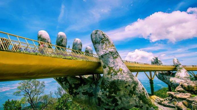 Cầu vàng địa điểm du lịch hấp dẫn