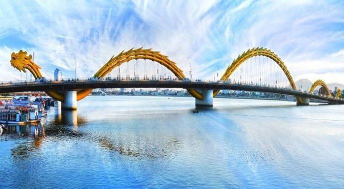 Cầu Rồng biểu tượng cho cả thành phố