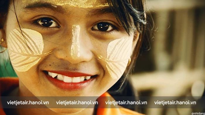 Những người phụ nữ và trẻ em ở Myanmar đều bôi Thanaka lên mặt