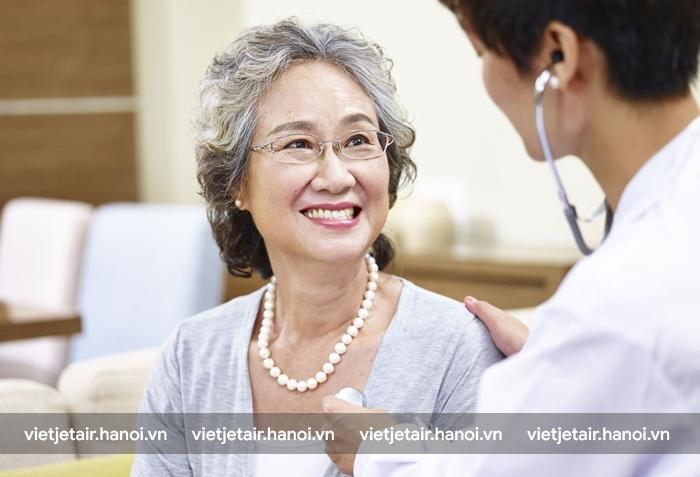 Người cao tuổi nên đến gặp và lắng nghe tư vấn từ bác sỹ