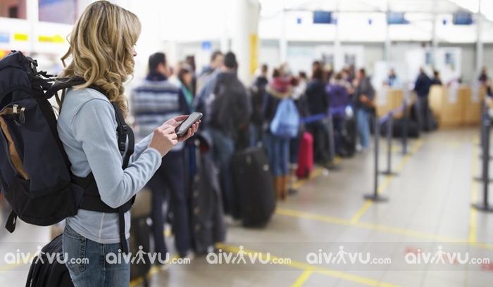 Sử dụng dịch vụ làm thủ tục nhanh hành khách không cần xếp hàng chờ tại sân bay