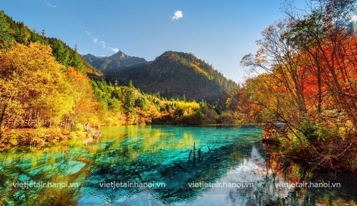 Hồ Ngũ Sắc và phong cảnh thiên nhiên đẹp như tiên cảnh