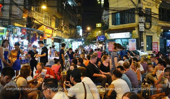 Phố bia Tạ Hiện - tụ điểm vui chơi buổi tối cực hot ở Hà Nội